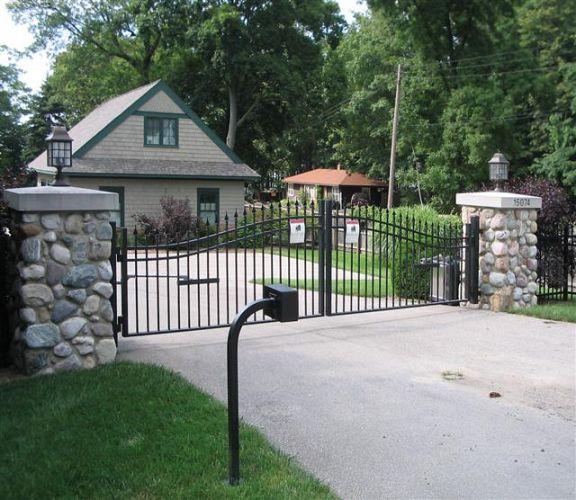 Home Driveway Entrance Ideas: Ornamental Steel Fence